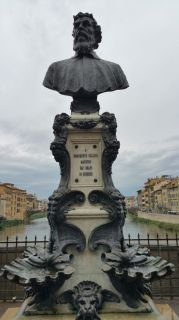 statue of Benvenuto Cellini
