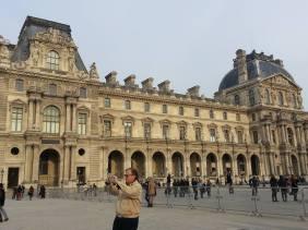 Around Musee du Louvre