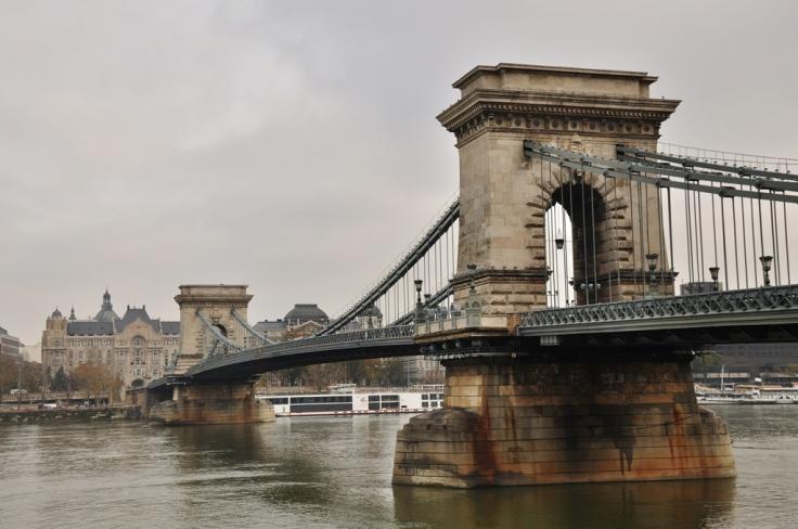 chain bridge photo