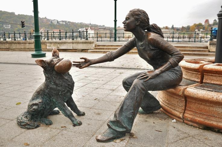 vigado concert hall- statue